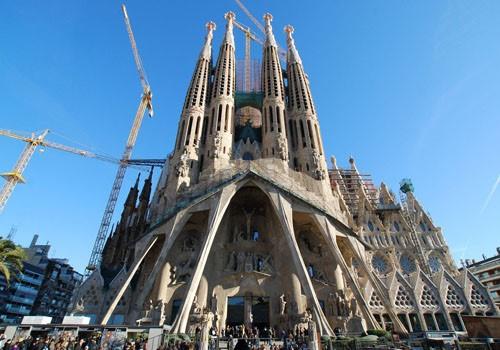 Hasil Karya Antoni Gaudi