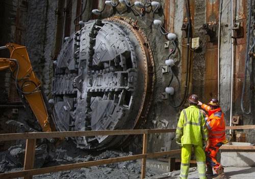 Terowongan AVE di Dekat Bangunan